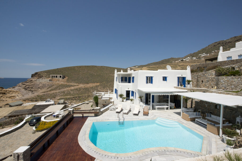 Classically Cool: 3 New Luxury Villa Rentals Entries in Mykonos
