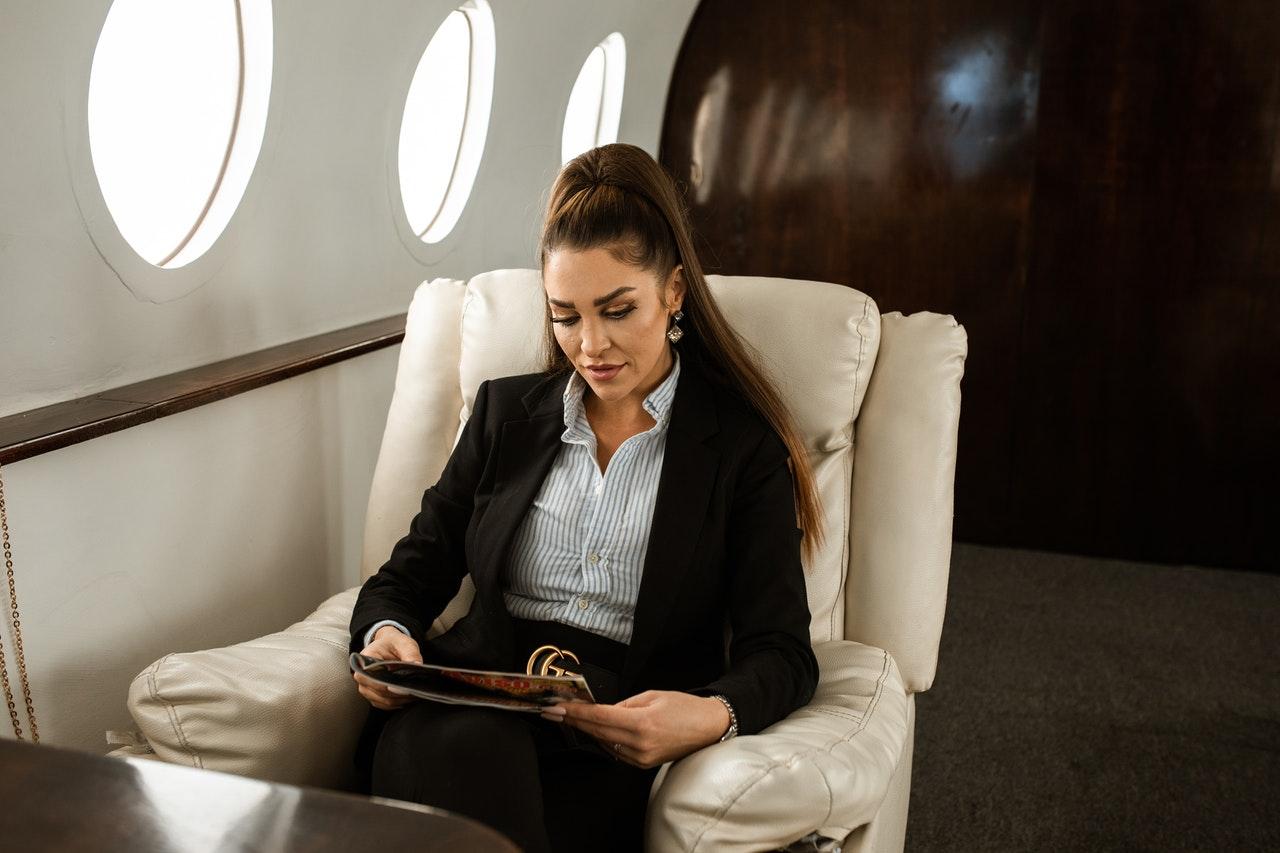 Manual Lymphatic Drainage Massage Benefits after a Long Flight
